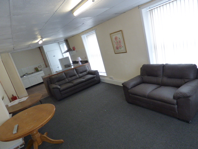 Rooms To Let All Bills included – Nelson Town Centre.