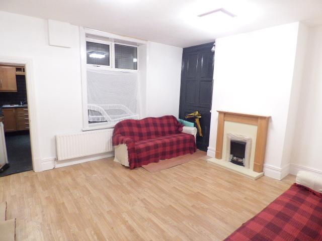 Cross Street Nelson BB9 7EN – 3 Bedrooms 2 reception rooms.