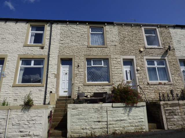 York Street Nelson BB9 0NW – 3 bedrooms 2 reception rooms.