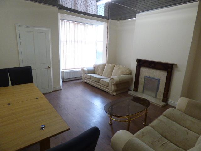 Brunswick Street Nelson BB9 0HS – 3 bedrooms 1 reception rooms.