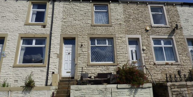 York Street Nelson BB9 0NW - 3 bedrooms 2 reception rooms.