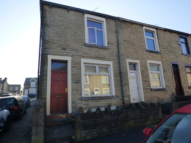 1 Carelton Street Nelson BB9 9DQ – 3 bed 2 reception rooms.
