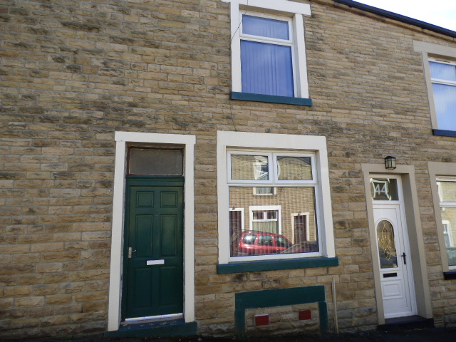 Pine Street Nelson BB9 9RE 2 bedrooms 2 reception rooms £59,000
